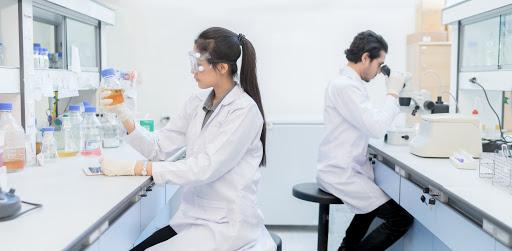 دراسة المختبرات الطبية في أمريكا