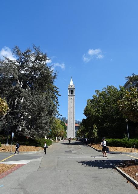 جامعة كامبانيل برج ساذر