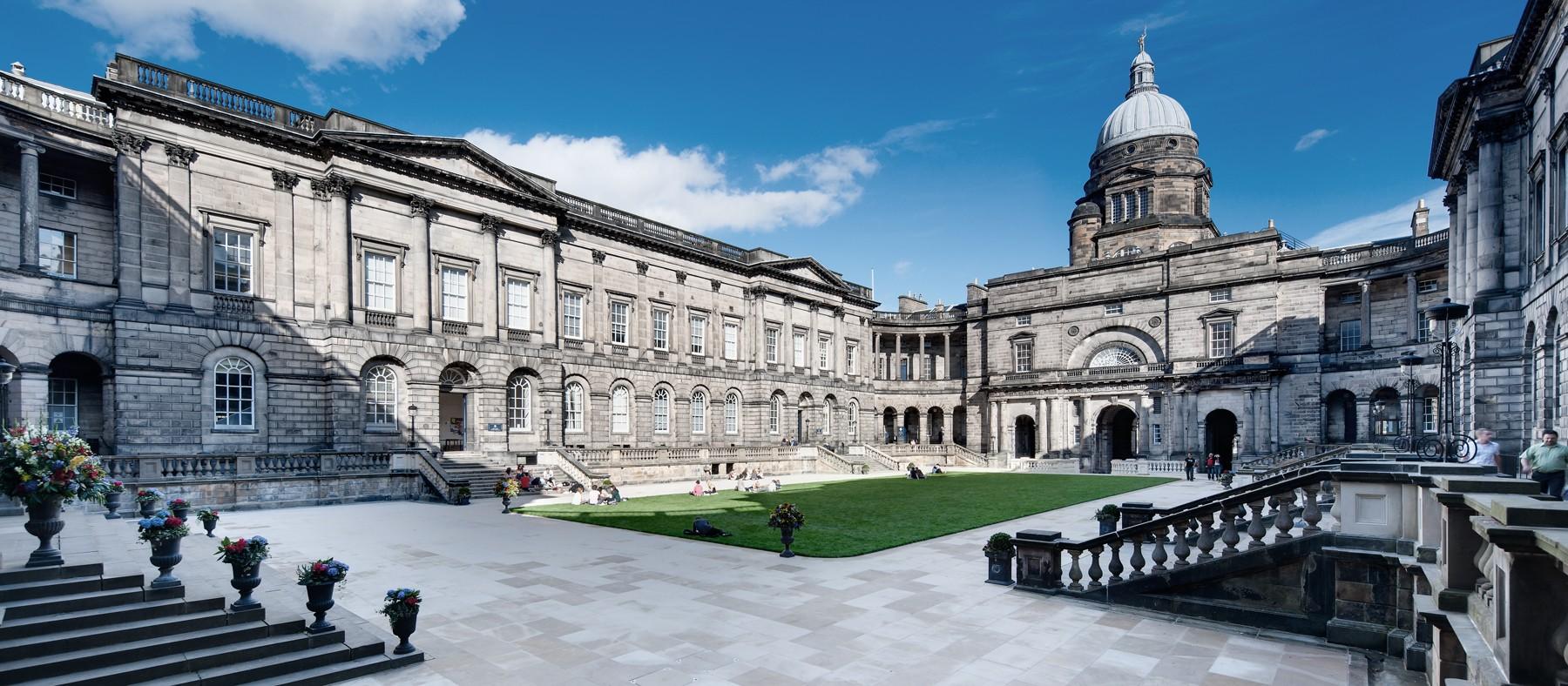 شروط الحصول على قبول من جامعة أدنبرة